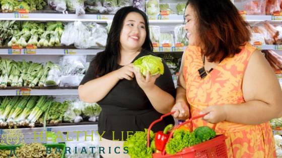 Women buying healthy food